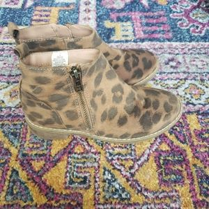 Old Navy Girls booties size 13